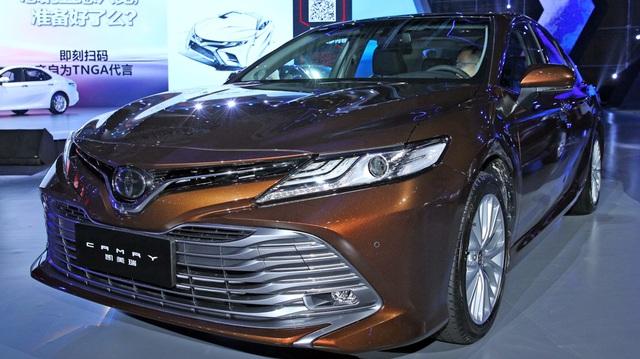 """Xe """"hot"""" Toyota Camry 2018 ra mắt sớm trong hội nghị đại lý"""