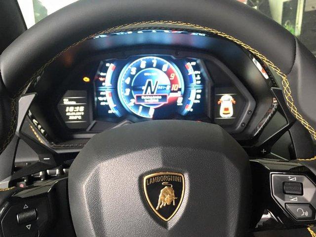 Siêu xe Lamborghini Aventador S LP740-4 2017 bị bắt gặp cho đi đăng kiểm - Ảnh 5.