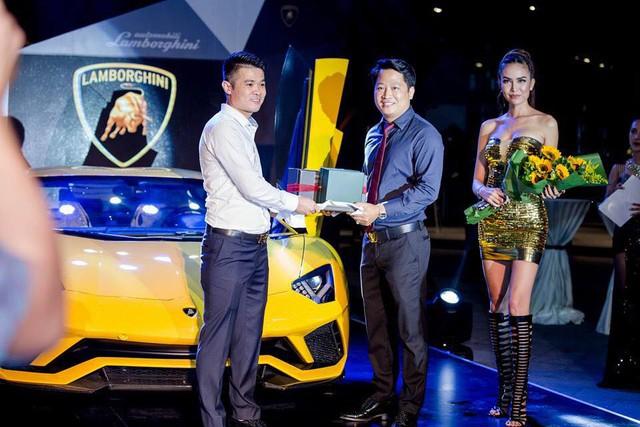Lamborghini Aventador S LP740-4 độc nhất Việt Nam xuất hiện tại quận Phú Nhuận - Ảnh 4.