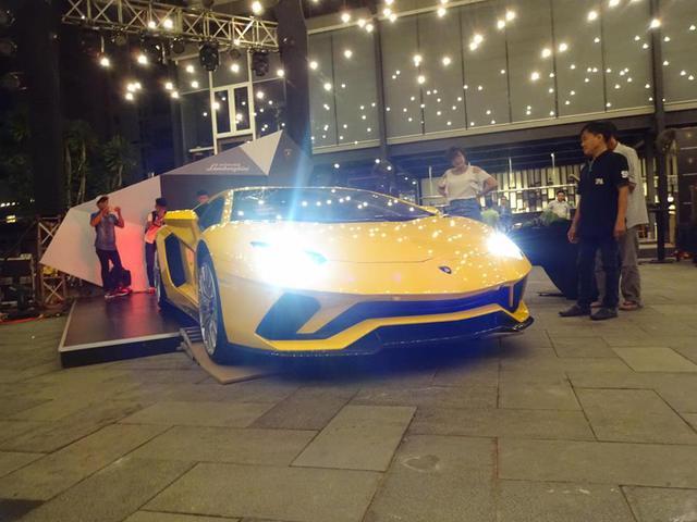 Lamborghini Aventador S LP740-4 độc nhất Việt Nam xuất hiện tại quận Phú Nhuận - Ảnh 8.