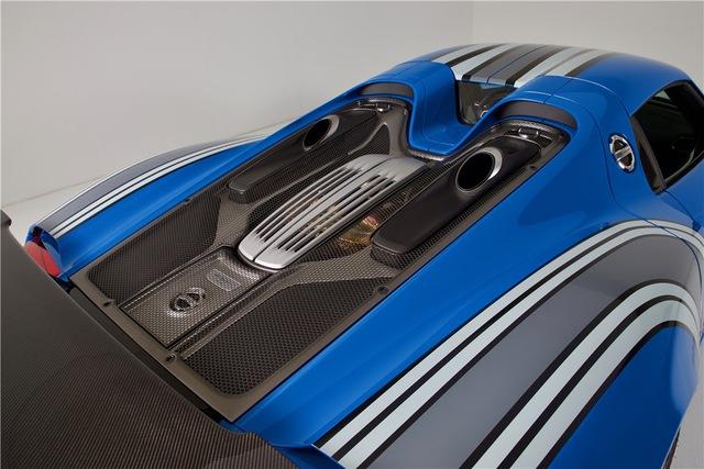 Porsche 918 Spyder đầu tiên trên thế giới mang bộ áo Voodoo Blue chuẩn bị được cho lên sàn - Ảnh 3.