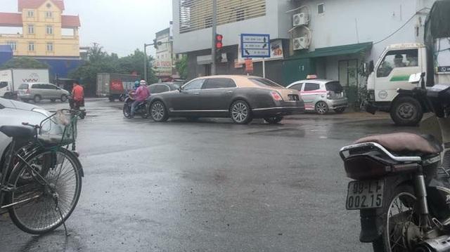 Bentley Mulsanne EWB 2017 đầu tiên cập bến Việt Nam xuất hiện tại Hưng Yên