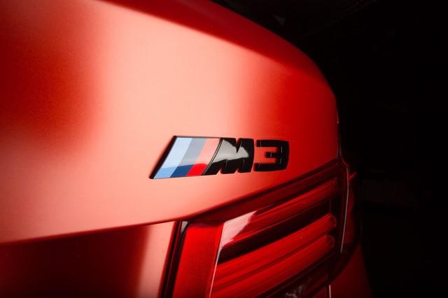 Làm quen với chiếc BMW M3 có một không hai với màu sơn đỏ nhám lạ mắt - Ảnh 2.
