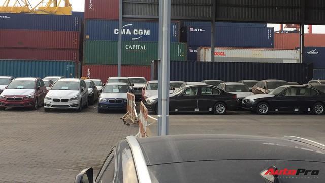 Nóng: Cận cảnh lô xe BMW và MINI đầu tiên của Trường Hải cập cảng tại TP. HCM - Ảnh 4.