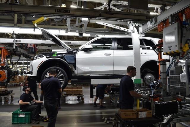 SUV đầu bảng BMW X7 lộ diện bản sản xuất trước khi ra mắt - Ảnh 5.
