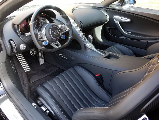 Vẻ đẹp của siêu phẩm Bugatti Chiron đầu tiên rao bán tại Anh - Ảnh 8.