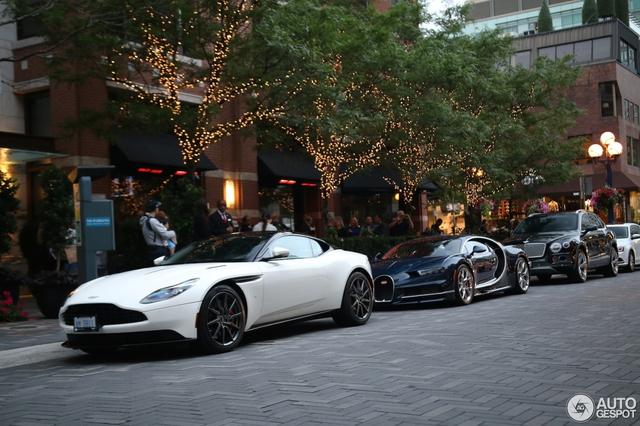 Siêu phẩm Bugatti Chiron đầu tiên cập bến Canada - Ảnh 1.