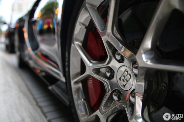 Siêu phẩm Bugatti Chiron đầu tiên cập bến Canada - Ảnh 5.