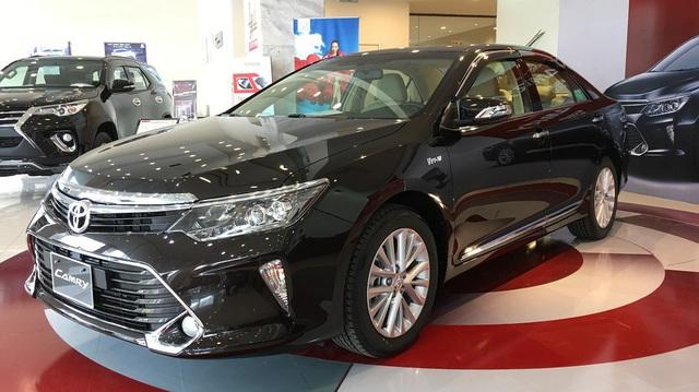 Khuyến mại nối tiếp, giá xe Toyota lại giảm sâu, tạo đáy mới