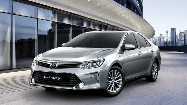 Toyota Camry 2017 ra mắt Việt Nam, thay đổi nhẹ nhàng, giá rẻ hơn đáng kể
