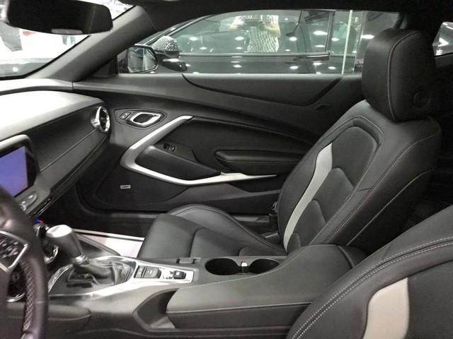 Thêm hàng hiếm Chevrolet Camaro RS 2017 được đưa về nước, trang bị thêm mâm độ của Ruff - Ảnh 8.