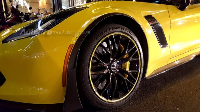 Hàng hiếm Chevrolet Corvette C7 Z06 mui trần biển đẹp dạo chơi tối 29 Tết - Ảnh 6.