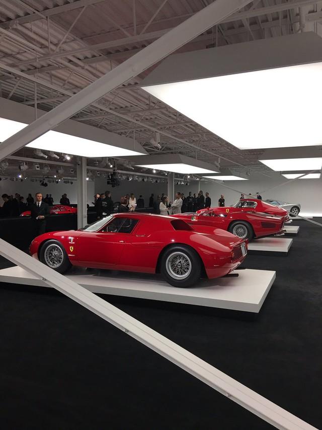 Hàng chục siêu xe từ cổ chí kim xuất hiện trong buổi giới thiệu bộ sưu tập mới nhất của Ralph Lauren - Ảnh 9.