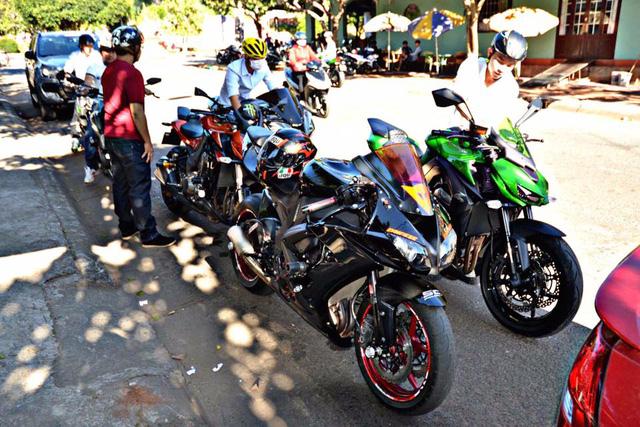 Vespa cổ cùng 15 chiếc mô tô khủng rước dâu tại Đồng Nai - Ảnh 4.
