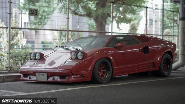 """""""Siêu bò"""" Lamborghini Countach bản đặc biệt mất 1 bánh và bị lãng quên trong bãi gửi xe"""