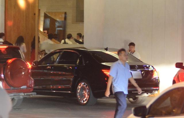 Dàn xe siêu sang Mercedes-Maybach S600 tháp tùng đại gia đến dự đám cưới Hoa hậu Việt Nam 2012 - Ảnh 5.