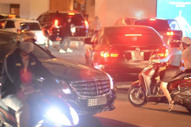 Dàn xe siêu sang Mercedes-Maybach S600 tháp tùng đại gia đến dự đám cưới Hoa hậu Việt Nam 2012 - Ảnh 6.