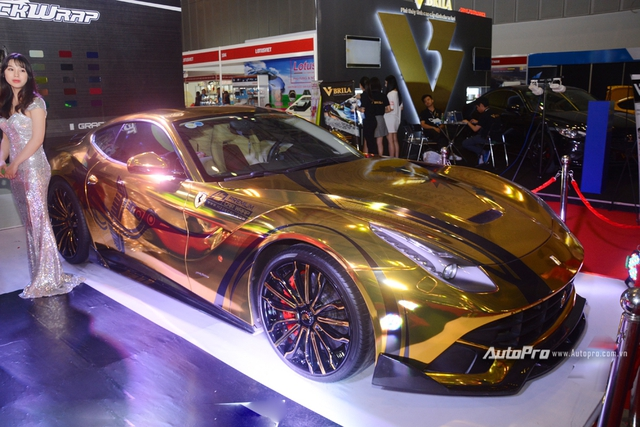 Ferrari F12 Berlinetta từng của Cường Đô-la được hóa thành ngựa vàng trưng bày tại VIMS 2017 - Ảnh 5.
