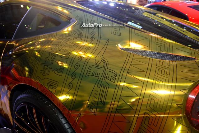 Ferrari F12 Berlinetta từng của Cường Đô-la được hóa thành ngựa vàng trưng bày tại VIMS 2017 - Ảnh 2.