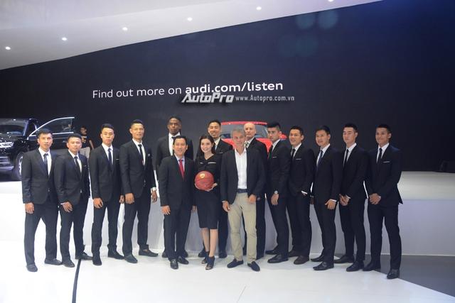 Á hậu Dương Tú Anh khoe nhan sắc lộng lẫy tại gian hàng Audi - Ảnh 11.