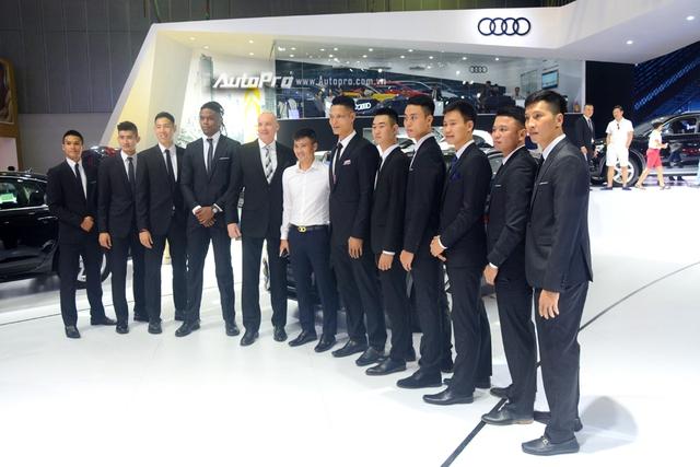Á hậu Dương Tú Anh khoe nhan sắc lộng lẫy tại gian hàng Audi - Ảnh 7.