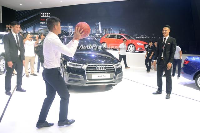 Á hậu Dương Tú Anh khoe nhan sắc lộng lẫy tại gian hàng Audi - Ảnh 8.