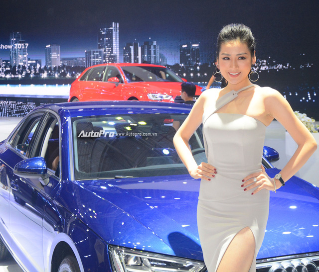 Á hậu Dương Tú Anh khoe nhan sắc lộng lẫy tại gian hàng Audi - Ảnh 3.