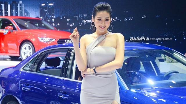 Á hậu Dương Tú Anh khoe nhan sắc lộng lẫy tại gian hàng Audi