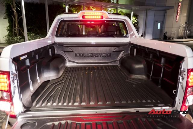 Cận cảnh Chevrolet Colorado Centennial về Việt Nam cuối tháng 11, số lượng 100 chiếc, giá 849 triệu và chỉ có màu trắng - Ảnh 6.