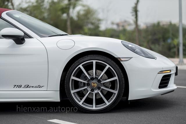 Cận cảnh Porsche 718 Boxster giá 4,5 tỉ đồng tại Việt Nam - Ảnh 3.