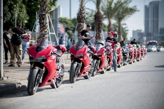 Hà Nội: Hàng chục xe Ducati Panigale hội tụ - Ảnh 1.