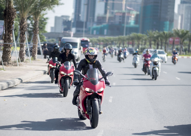 Hà Nội: Hàng chục xe Ducati Panigale hội tụ - Ảnh 3.