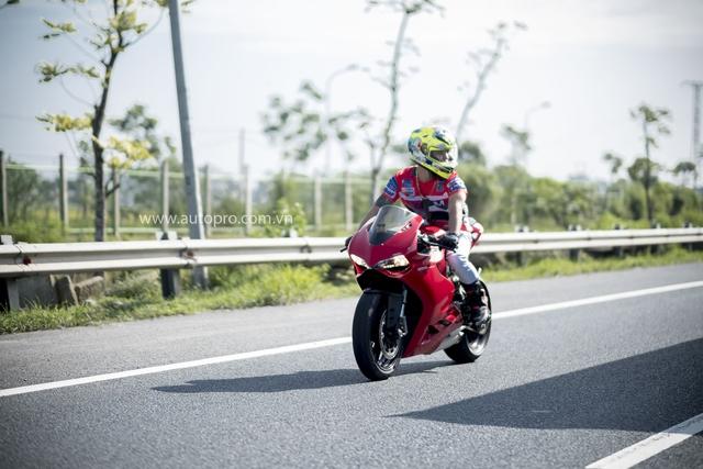 Hà Nội: Hàng chục xe Ducati Panigale hội tụ - Ảnh 2.