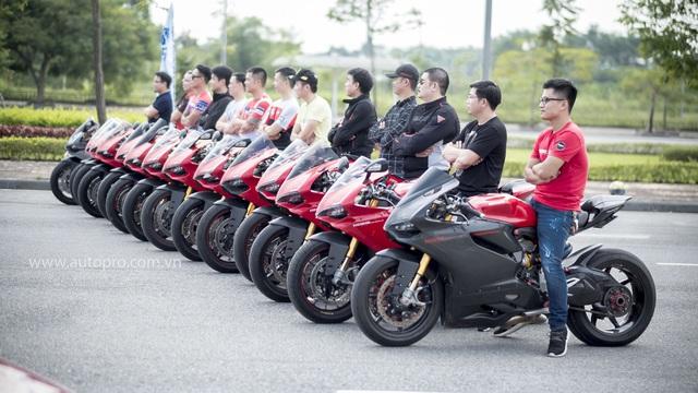 Hà Nội: Hàng chục xe Ducati Panigale hội tụ