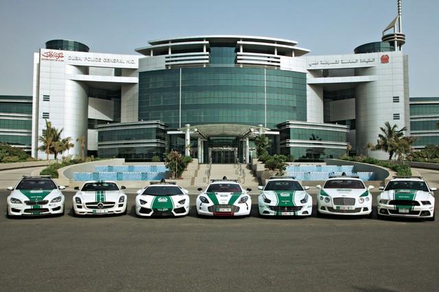 Cảnh sát Dubai tậu xe điện BMW i3 - Ảnh 3.