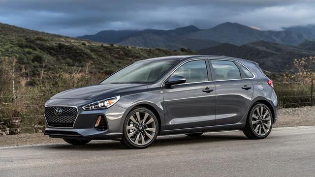 Xe gia đình với cốp siêu rộng Hyundai Elantra GT 2018 có giá tốt