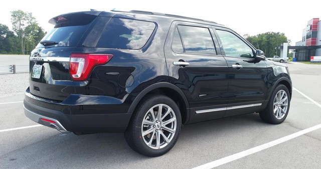 Cùng tầm tiền, chọn Toyota Land Cruiser Prado hay Ford Explorer? - Ảnh 8.