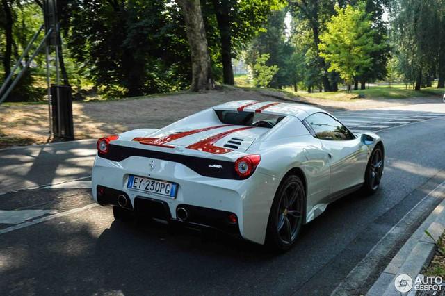 Hàng hiếm Ferrari 458 Speciale Aperta phối đồ đẹp mắt tại kinh đô thời trang thế giới - Ảnh 4.