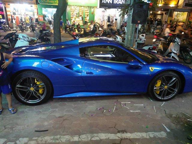 Cặp đôi Ferrari 488 mui trần đọ dáng cùng nhau trên phố Hà thành - Ảnh 9.