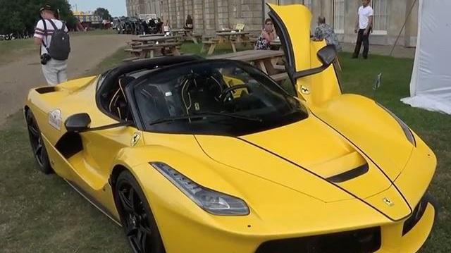 """Xem tay chơi """"phá"""" siêu xe Ferrari LaFerrari Aperta theo cách chẳng giống ai"""