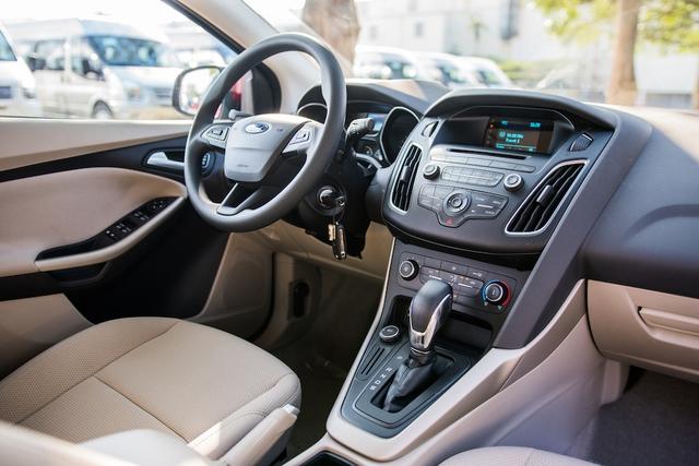 Bớt trang bị, Ford Focus Trend mới có giá chỉ 699 triệu Đồng tại Việt Nam - Ảnh 1.