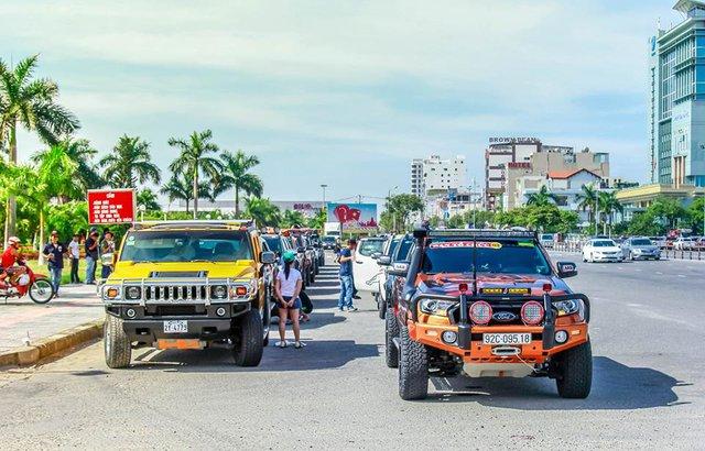 Khủng long Ford F-150 Raptor 2017 xuất hiện cùng hàng trăm mẫu bán tải ở Đà Nẵng - Ảnh 1.