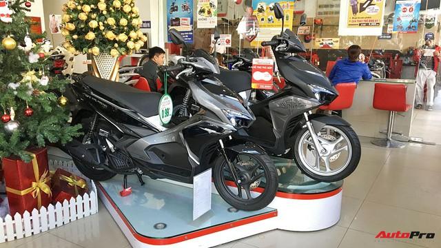 Cuối năm, giá xe tay ga biến động khó lường tại Việt Nam - Ảnh 1.