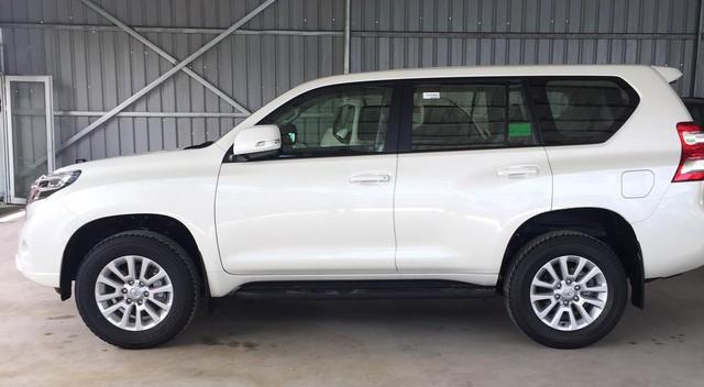 """Toyota Land Cruiser Prado chưa kịp ra đại lý đã """"cháy hàng"""" - Ảnh 1."""