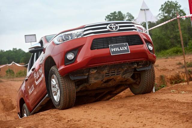 Loạt xe ế nhất Việt Nam trong tháng 10/2017: Toyota chiếm gần một nửa - Ảnh 2.