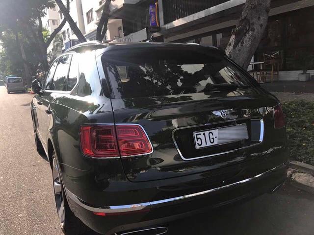 SUV siêu sang Bentley Bentayga màu độc nhất Việt Nam của thiếu gia 9X Sài thành ra biển trắng - Ảnh 1.
