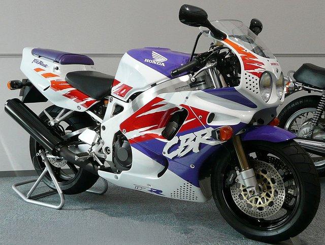 CBR900RR - Siêu mô tô nhẹ nhất trong lịch sử Honda - Ảnh 3.