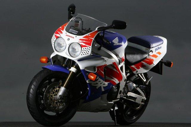 CBR900RR - Siêu mô tô nhẹ nhất trong lịch sử Honda - Ảnh 1.