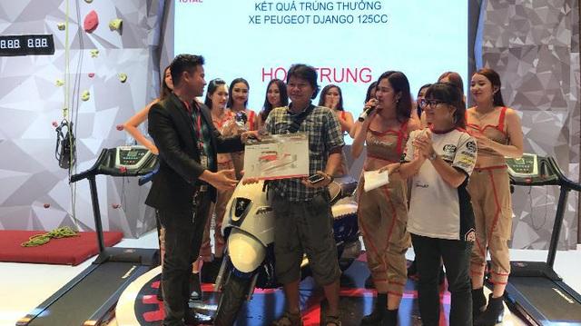 """Chiêm ngưỡng dàn giải thưởng """"siêu khủng"""" của Total tại triển lãm xe máy 2017"""