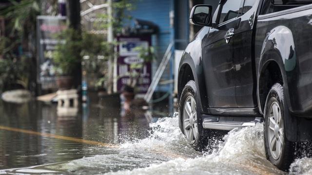 """Nghe dân phượt """"bày kế"""" bảo vệ xe mùa mưa"""